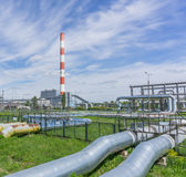 Termiska kraftverk och rörledningar Royaltyfri Fotografi
