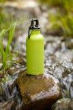 Termo de acero que acampa con agua Imagen de archivo libre de regalías