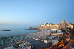 Termoli (Molise, Italië) - het strand bij avond Stock Fotografie