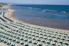 Termoli (Molise, Italia) - la spiaggia alla mattina immagini stock libere da diritti