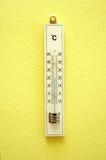 Termometer de madeira branco Imagem de Stock