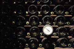Termometer en winecellar Fotografía de archivo libre de regalías