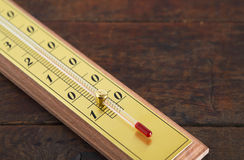 Termometer på trä Royaltyfri Fotografi