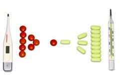 Termometri e pillole su bianco Fotografia Stock Libera da Diritti