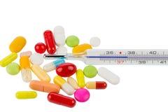 Termometro clinico e pillole Fotografie Stock Libere da Diritti