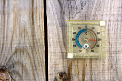 Termometro con la temperatura calda Immagini Stock Libere da Diritti
