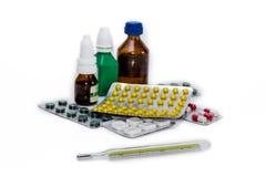 Termometro ed imballaggio delle medicine fotografie stock