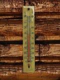 Termometro su legno Immagine Stock Libera da Diritti