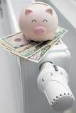 Termostato del riscaldamento con il porcellino salvadanaio ed i soldi Fotografia Stock Libera da Diritti