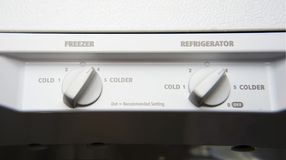 Termostato doppio bianco dentro il frigorifero Fotografia Stock