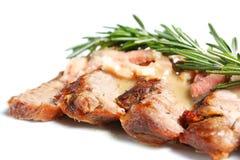 Ternera de carne asada con la salsa y el romero de ajo foto de archivo libre de regalías