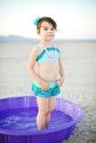 Terno de banho do vintage da menina na associação plástica Fotografia de Stock Royalty Free
