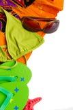 Terno de natação da American National Standard das sandálias na toalha Imagens de Stock Royalty Free