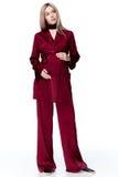 Terno de seda vermelho da forma do estilo do desgaste do cabelo louro da mulher gravida para m Imagens de Stock Royalty Free