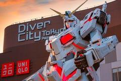 Terno móvel sem redução RX-0 Unicorn Gundam no mergulhador City Tokyo Plaza no Tóquio, Japão fotografia de stock