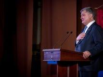 """Ternopil,  de DeÑ del †de UCRANIA """" 18, 2018: Presidente de Ucrania Petro Poroshenko durante una reunión con el público en Ter foto de archivo libre de regalías"""
