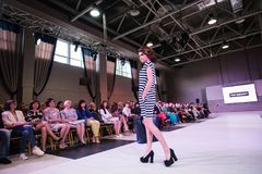 TERNOPIL УКРАИНА - 17-ОЕ МАЯ: Неделя моды Podolyany 17-ое мая 2015 Стоковое Изображение