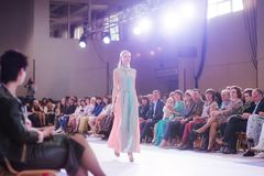 TERNOPIL УКРАИНА - 17-ОЕ МАЯ: Неделя моды Podolyany 17-ое мая 2015 Стоковое фото RF