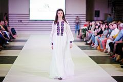TERNOPIL УКРАИНА - 17-ОЕ МАЯ: Неделя моды Podolyany 17-ое мая 2015 Стоковое Фото