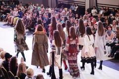TERNOPIL УКРАИНА - 17-ОЕ МАЯ: Неделя моды Podolyany 17-ое мая 2015 Стоковые Изображения