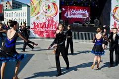Ternopil, Ucrânia - 1º de outubro de 2017: Crianças da dança de salão no Po imagem de stock
