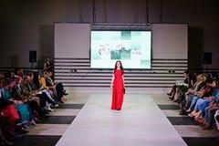 TERNOPIL UCRANIA - 17 DE MAYO: Semana de la moda de Podolyany 17 de mayo de 2015 Fotos de archivo libres de regalías
