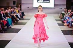 TERNOPIL UCRANIA - 17 DE MAYO: Semana de la moda de Podolyany 17 de mayo de 2015 Fotos de archivo