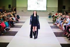 TERNOPIL UCRANIA - 17 DE MAYO: Semana de la moda de Podolyany 17 de mayo de 2015 Imagen de archivo
