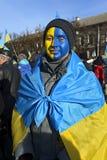 Ternopol. Ukraina. på december 4 2013. Ungdomarför suppo Royaltyfri Bild