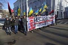 Ternopol. Ukraina. på december 4 2013. Ungdomarför suppo Arkivbilder