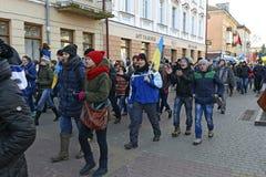 Ternopol. Ukraina. på december 4 2013. Ungdomarför suppo Arkivfoton