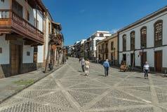TEROR, GRAN CANARIA, SPANIEN - 8. MÄRZ 2018: Ansicht der gemütlichen Straße in der historischen Mitte Alte Häuser, ominös von der lizenzfreie stockbilder