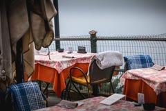 Terraço de um restaurante famoso nas alturas da cidade de Como fotografia de stock