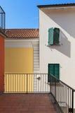 Terraço de uma casa vermelha fotografia de stock