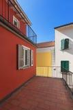 Terraço de uma casa vermelha imagem de stock royalty free