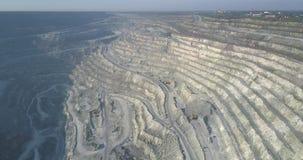 Terraços aéreos do asbesto com maquinaria e a garganta obscuro filme