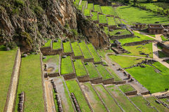 Terraços de Pumatallis em Inca Fortress em Ollantaytambo, Pe fotos de stock