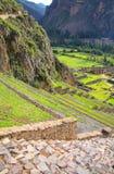 Terraços de Pumatallis em Inca Fortress em Ollantaytambo, Peru fotografia de stock royalty free