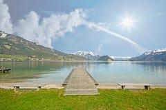 Terra Áustria de Salzburger: Vista sobre o lago Wolfgangsee - cumes austríacos Fotos de Stock