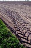 Terra agricola livellata del contrassegno della rotella del camion di campo Fotografia Stock