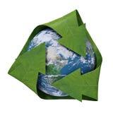 Terra all'interno di un simbolo di riciclaggio Fotografia Stock