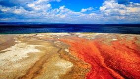 Terra amarela, água azul Foto de Stock Royalty Free