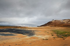 Terra arancio e vapore caldo ad area di Hverarond, Islanda Immagine Stock