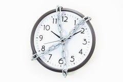 Terra arrendada Chain um pulso de disparo de parede do alarme, conceito da gestão de tempo fotografia de stock royalty free