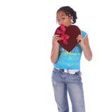 Terra arrendada da menina do americano africano imagens de stock