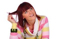 Terra arrendada de sorriso da mulher seu cabelo, isolado Fotos de Stock Royalty Free