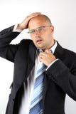 Terra arrendada preocupada do homem de negócios olá! imagem de stock
