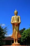 A terra arrendada uma imagem da Buda da bacia da esmola Imagens de Stock