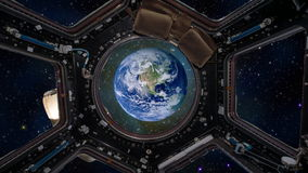 Terra come finestra vista attraverso della Stazione Spaziale Internazionale illustrazione vettoriale