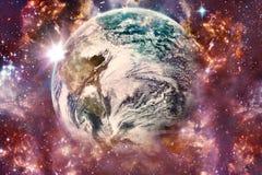 Terra de cerco da galáxia colorido galáctica artística da nebulosa do sumário em uma maneira artística ilustração stock